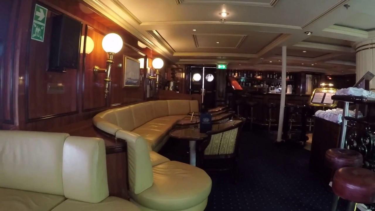 Royal Clipper: zwischen der PianoBar und dem Atrium
