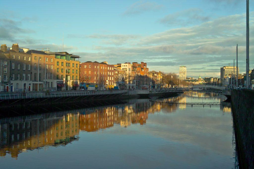 Scoprire un Lato Diverso di Dublino in Nave