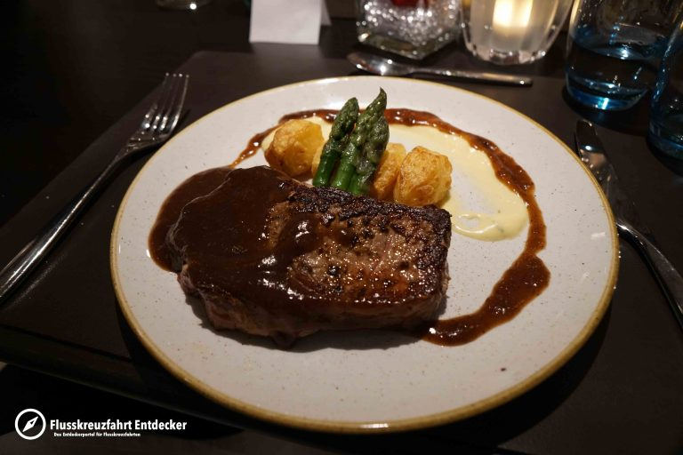 VIVA Cruises Dinner